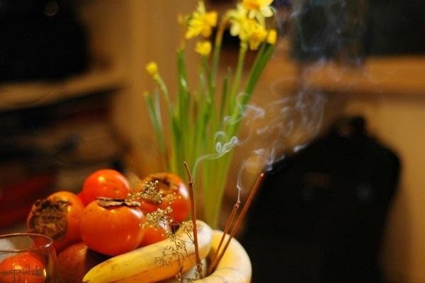 Có nên thắp hương hàng ngày không?