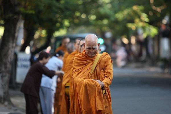 Cúng dường Tam Bảo là gì trong Phật giáo?